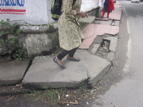 Figure 5: Concrete slabs as footpath ((c) Roman Ville-Glasauer)