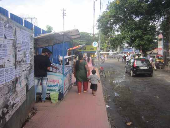 Figure 8: High footfall and street vendors at South Railway Station ((c) Roman Ville-Glasauer)